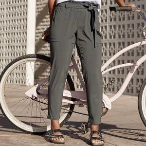 NWT Athleta Skyline Pant sz 4, olive/gray